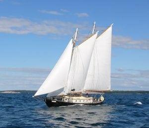 Schooner_Sara_B_sailing